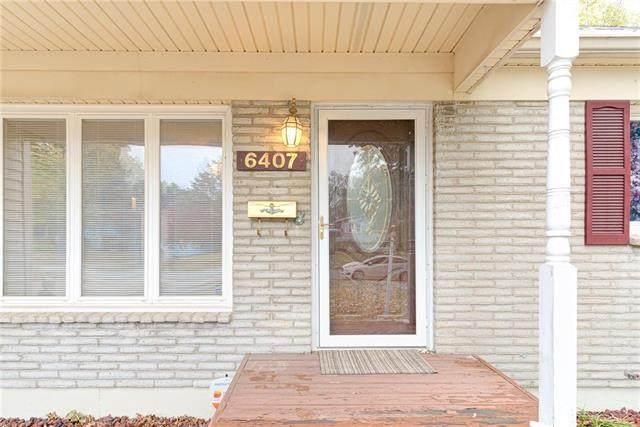 6407 N Woodland Avenue, Gladstone, MO 64118 (#2250193) :: Edie Waters Network