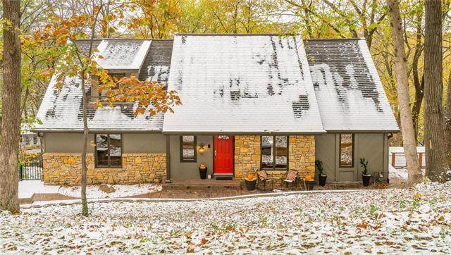 5514 NW Foxhill Road, Parkville, MO 64152 (#2250205) :: Ron Henderson & Associates