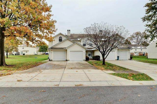 1331 SE Norwood Drive, Lee's Summit, MO 64081 (#2250311) :: House of Couse Group