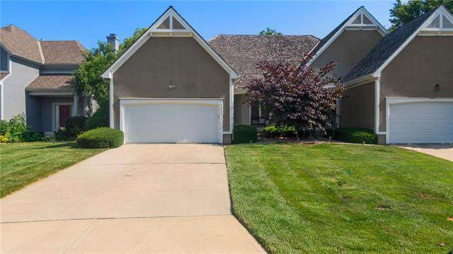 5220 W 122nd Street, Overland Park, KS 66209 (#2250398) :: Edie Waters Network
