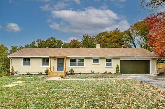 322 NW Woodland Road, Riverside, MO 64150 (#2250404) :: Dani Beyer Real Estate