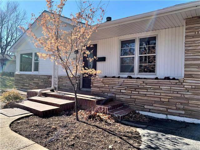 303 NW 17th Street, Blue Springs, MO 64015 (#2250629) :: Eric Craig Real Estate Team