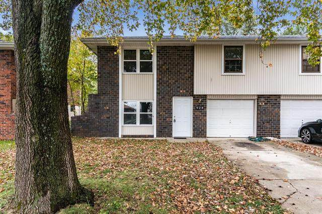 928 SW Kingscross Road, Blue Springs, MO 64014 (#2250854) :: House of Couse Group