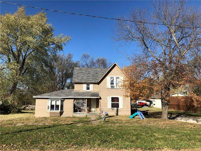 614 Locust Street, Mound City, KS 66056 (#2250931) :: House of Couse Group