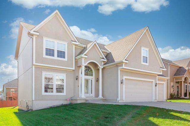 721 SW 33rd Street, Lee's Summit, MO 64082 (#2251056) :: House of Couse Group