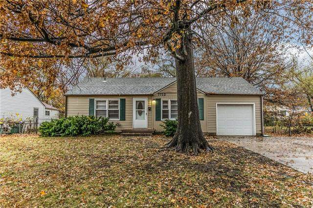 7712 W 65th Street, Overland Park, KS 66202 (#2251217) :: House of Couse Group