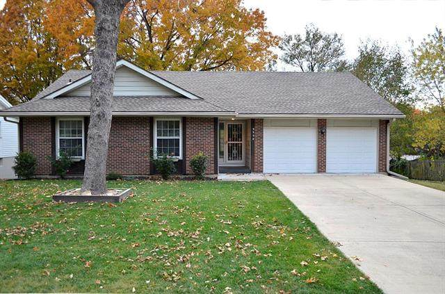 9908 Oakridge Drive, Overland Park, KS 66212 (#2251244) :: The Shannon Lyon Group - ReeceNichols