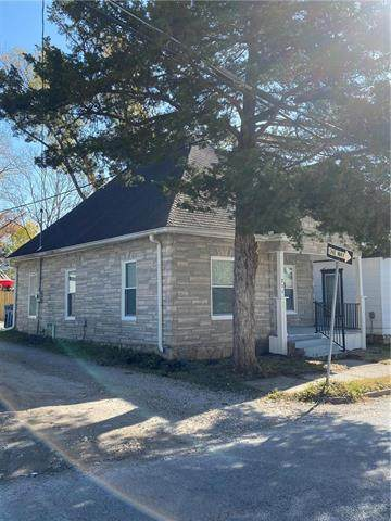 211 Temple Street, Excelsior Springs, MO 64024 (#2251338) :: House of Couse Group
