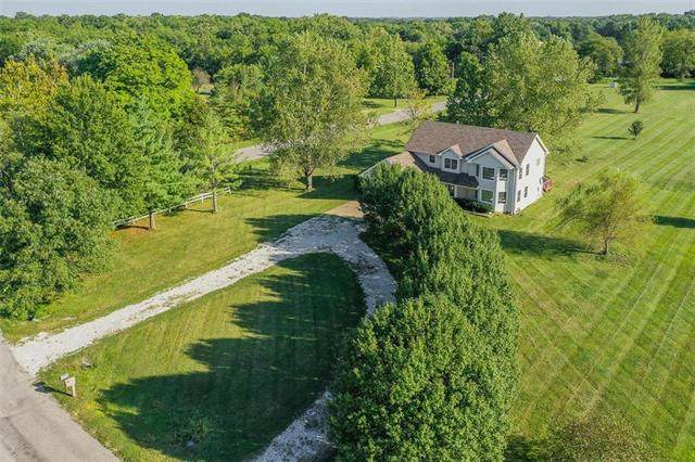 5703 E 196th Street, Belton, MO 64012 (#2251392) :: House of Couse Group