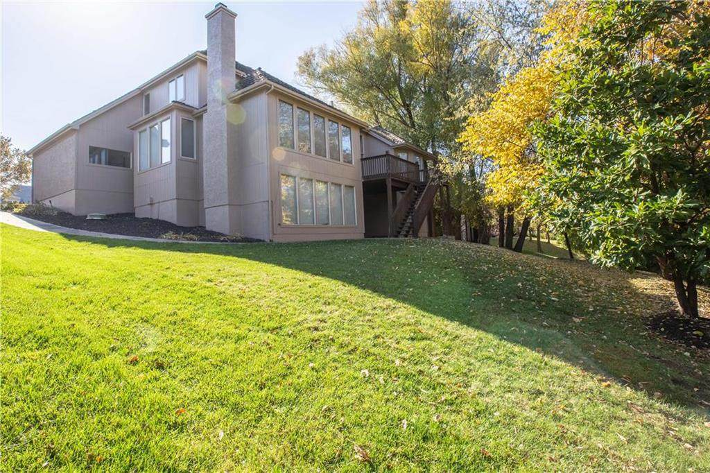 8004 Clearwater Drive, Parkville, MO 64152 (#2251506) :: House of Couse Group