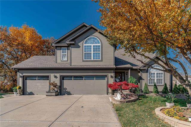 712 NW 51St Terrace, Kansas City, MO 64118 (#2251541) :: House of Couse Group