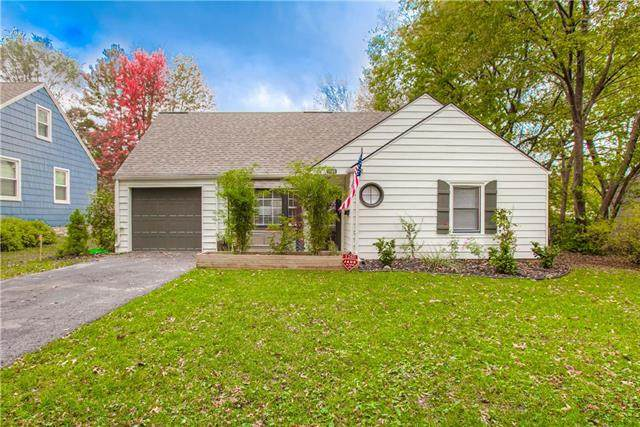 2900 W 47 Terrace, Westwood, KS 66205 (#2251703) :: Edie Waters Network