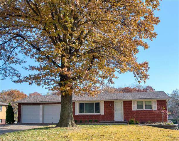 5103 NW Ridgewood Drive, Kansas City, MO 64151 (#2251731) :: Ask Cathy Marketing Group, LLC