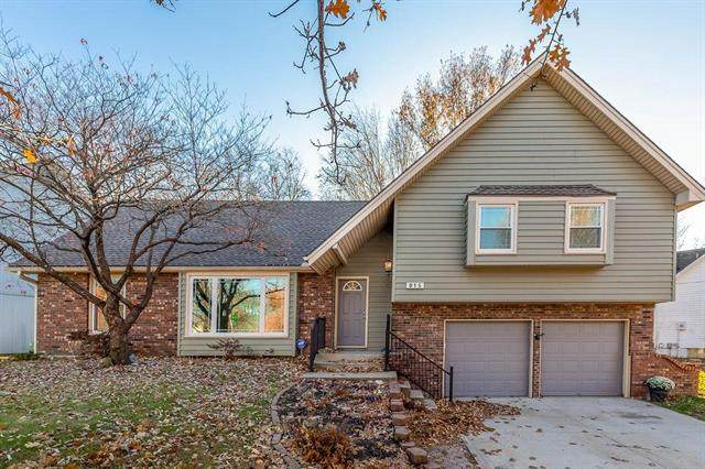 915 NE 97th Street, Kansas City, MO 64155 (#2251787) :: House of Couse Group