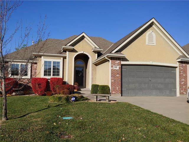808 NW Cedar Lane, Grain Valley, MO 64029 (#2252084) :: House of Couse Group