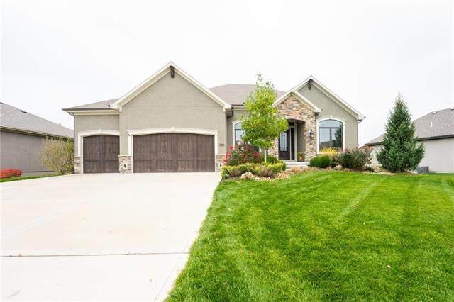 10558 W 168TH Terrace, Overland Park, KS 66221 (#2252176) :: House of Couse Group