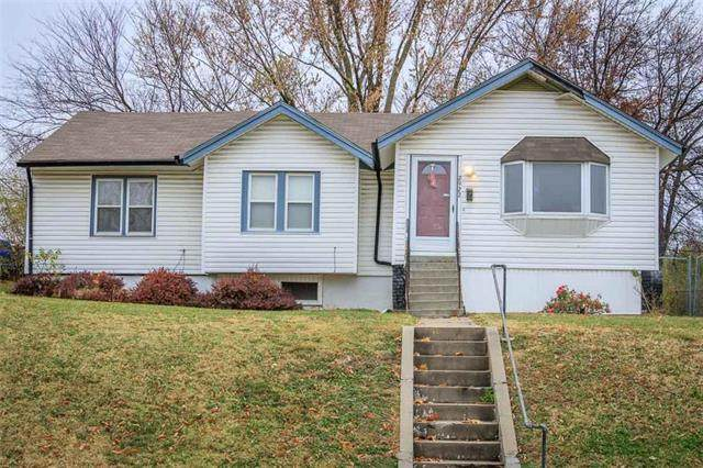 2922 Stewart Avenue, Kansas City, KS 66104 (#2252227) :: Audra Heller and Associates