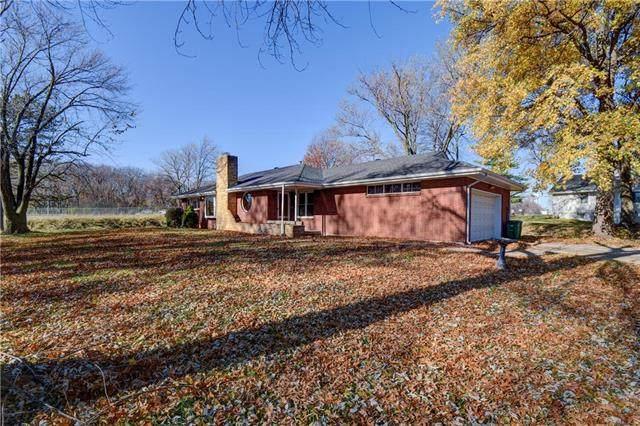 6103 NW Osage Drive, Platte Woods, MO 64151 (#2252292) :: Ron Henderson & Associates