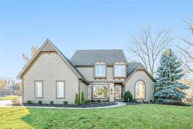 5502 NW Woodhaven Lane, Parkville, MO 64152 (#2252318) :: House of Couse Group