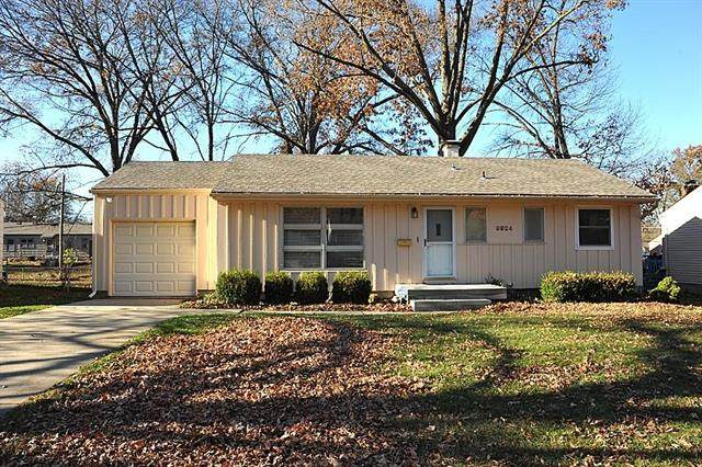 9924 Campbell Street, Kansas City, MO 64131 (#2252390) :: The Shannon Lyon Group - ReeceNichols