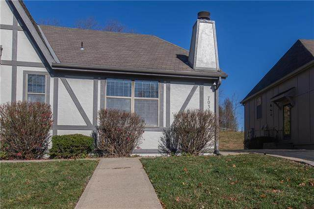7030 N Fisk Court, Kansas City, MO 64151 (#2252580) :: House of Couse Group