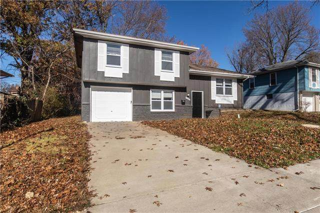 9306 Fairwood Drive, Kansas City, MO 64138 (#2252806) :: House of Couse Group