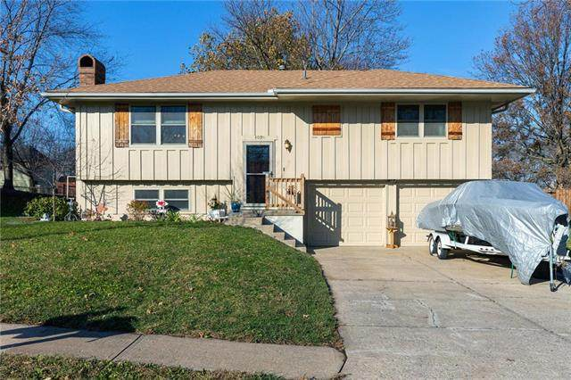 409 SW Redwood Drive, Blue Springs, MO 64014 (#2252810) :: House of Couse Group