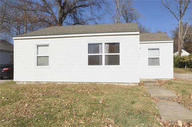 728 NE 45th Street, Kansas City, MO 64116 (#2253046) :: House of Couse Group