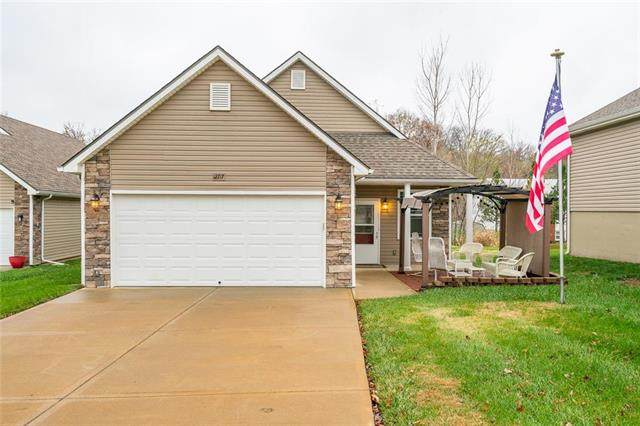 12717 E 48TH Street South Street, Independence, MO 64055 (#2253144) :: House of Couse Group