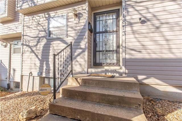 11813 E 59th Terrace Circle, Kansas City, MO 64133 (#2253261) :: House of Couse Group