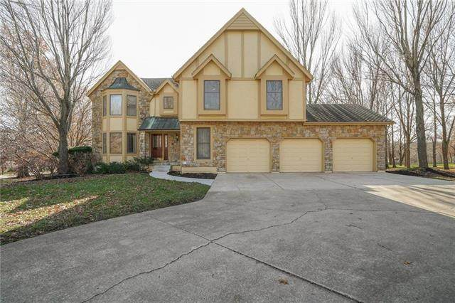 9717 S Timber Meadows Drive, Lee's Summit, MO 64063 (#2253383) :: Eric Craig Real Estate Team