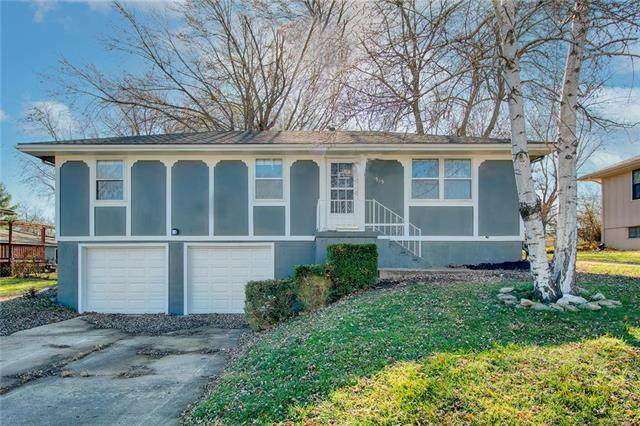 515 SE 19th Street, Oak Grove, MO 64075 (#2253410) :: House of Couse Group