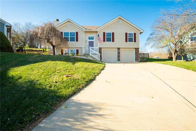 1222 W Windcrest Court, Grain Valley, MO 64029 (#2253414) :: House of Couse Group