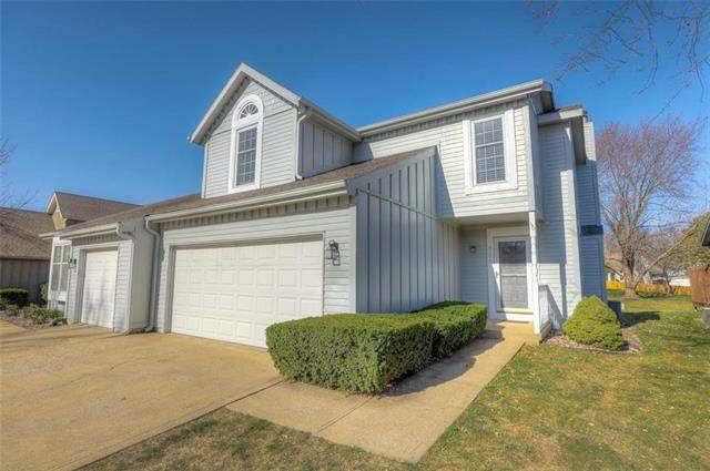 9206 W 121st Terrace, Overland Park, KS 66213 (#2253462) :: House of Couse Group