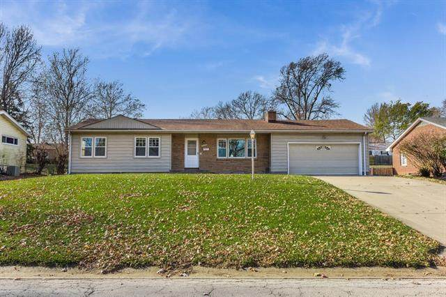 6414 N Forest Avenue, Gladstone, MO 64118 (#2253525) :: The Shannon Lyon Group - ReeceNichols