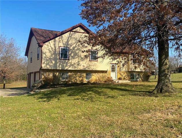 2137 Native Road, Fort Scott, KS 66701 (#2253570) :: House of Couse Group