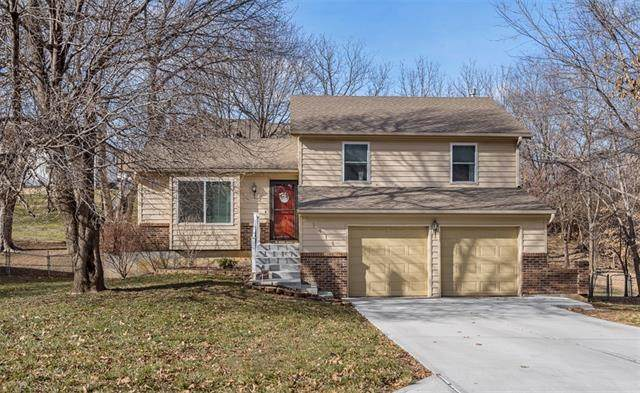 11916 W 49th Street, Shawnee, KS 66216 (#2258557) :: Team Real Estate