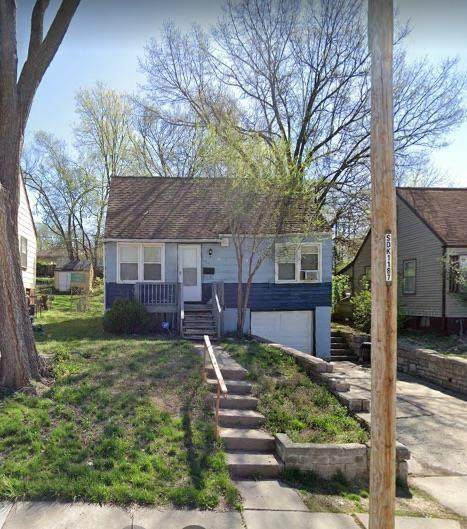 7437 Walrond Avenue, Kansas City, MO 64132 (#2258707) :: Audra Heller and Associates