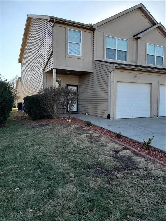 231 N 5th Terrace, Louisburg, KS 66053 (#2258761) :: Ron Henderson & Associates