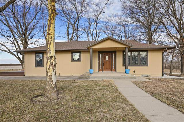 25048 Indianapolis Road, Wellsville, KS 66092 (#2301592) :: The Shannon Lyon Group - ReeceNichols