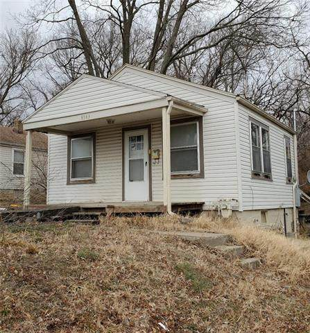 8543 Wayne Avenue, Kansas City, MO 64131 (#2301647) :: Ron Henderson & Associates