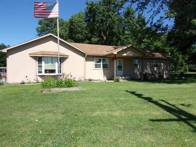 22810 Main Street, Pleasanton, KS 66075 (#2301780) :: House of Couse Group