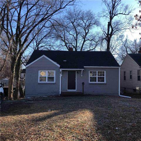 1325 E 76th Street, Kansas City, MO 64131 (#2301783) :: House of Couse Group