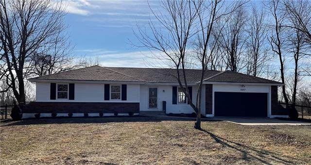 5607 E 202nd Street, Belton, MO 64012 (#2301789) :: Team Real Estate