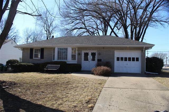 4926 Birch Street, Roeland Park, KS 66205 (#2301902) :: Dani Beyer Real Estate