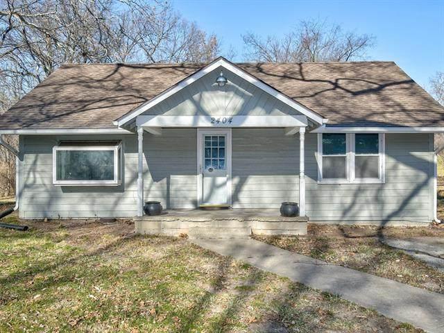 2404 NW 53rd Terrace, Kansas City, MO 64151 (#2301950) :: Austin Home Team