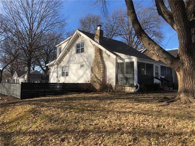 7652 Madison Avenue, Kansas City, MO 64114 (#2301986) :: Eric Craig Real Estate Team