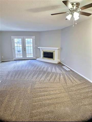 8040 Halsey Street, Lenexa, KS 66215 (#2302130) :: Dani Beyer Real Estate