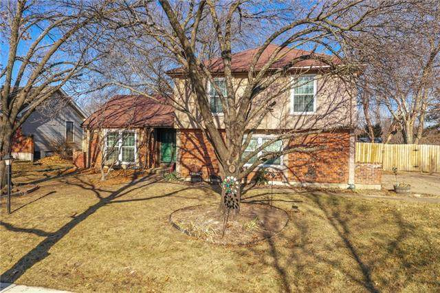 5208 83rd Terrace, Kansas City, MO 64151 (#2302138) :: The Gunselman Team