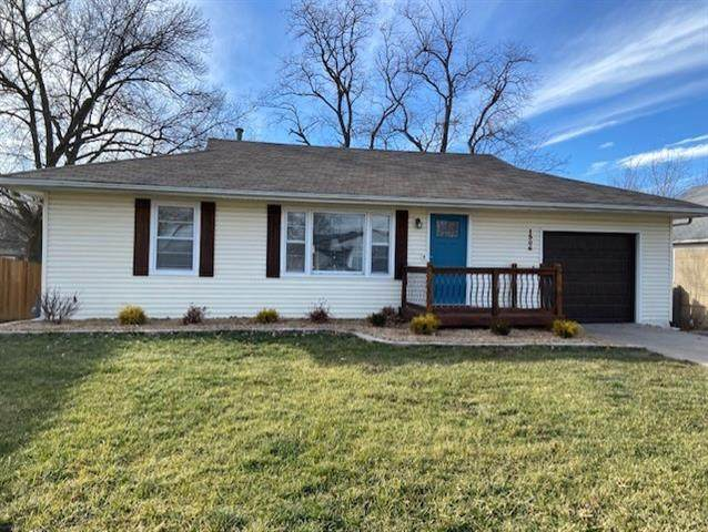 1306 N High Street, Independence, MO 64050 (#2302153) :: Dani Beyer Real Estate